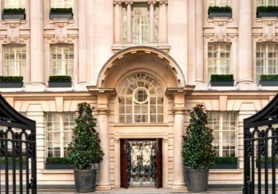 Top luxury hotels that will blow your mind! hotels Top luxury London hotels that will blow your mind! rosewood 1 2 404x282