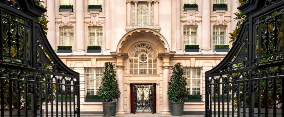 Top luxury hotels that will blow your mind! hotels Top luxury London hotels that will blow your mind! rosewood 1 2 944x390